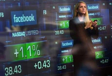 Las versiones sobre irregularidades en el proceso de apertura al mercado bursátil hicieron aumentar la percepción negativa de la red. Foto: AFP