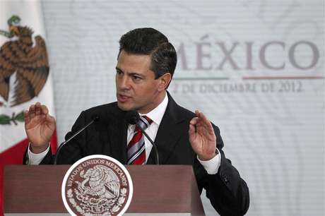 Mexico's President Enrique Pena Nieto gestures during the National Sports Award ceremony at Los Pinos Presidential Palace in Mexico City December 2, 2012. Foto: Edgard Garrido / Reuters