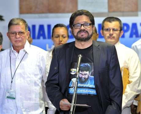 """""""Queremos expresar nuestra solidaridad y voz de aliento al presidente Hugo Chávez en esta encrucijada de su vida"""", dijo el guerrillero """"Iván Márquez"""", jefe del equipo negociador de las Fuerzas Armadas Revolucionarias de Colombia (FARC). Foto: EFE"""