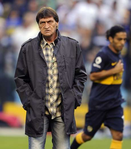 Boca Juniors' team coach Julio Cesar Falcioni gestures during their Argentine First Division football match against Racing Club, at the Bombonera stadium in Buenos Aires, Argentina, on November 25, 2012. Foto: Getty Images