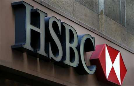 A sign is seen above the entrance to an HSBC bank branch in midtown Manhattan in New York City, December 11, 2012. Foto: Mike Segar / Reuters
