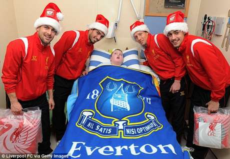 The athletes also visited a committed Everton fan at the hospital.  Foto: Getty Images