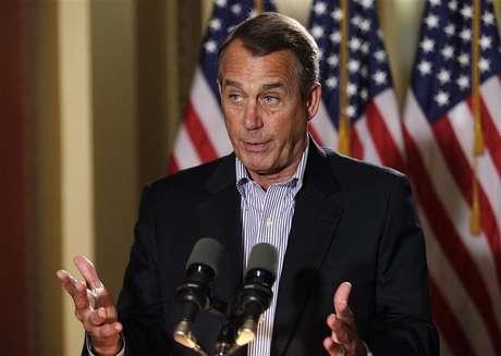 U.S. House Speaker John Boehner (R-OH) speaks to the media outside his office on Capitol Hill in Washington, December 7, 2012. Foto: Yuri Gripas / Reuters
