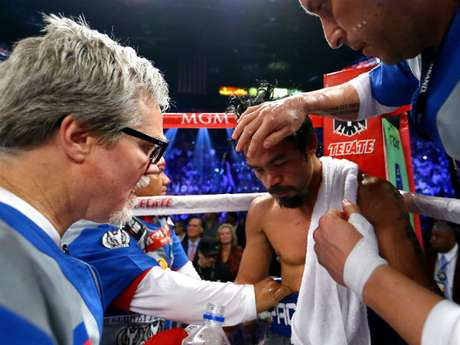 Tras conocer esta decisión, Bob Arum, CEO de Top Rank, planea mandar al boxeador tagalo a una clínica en Cleveland, para realizarle estudios más profundos. Foto: Getty Images
