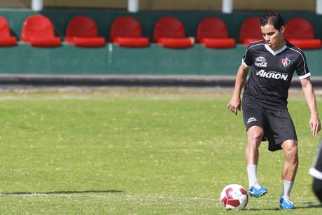 Omar Bravo tuvo pasado con las Chivas y ahora viste los colores del Atlas. Foto: Mexsport