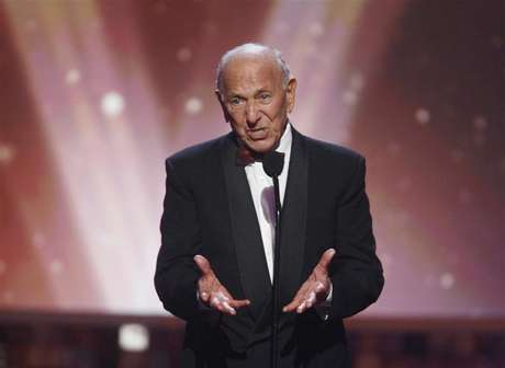 "Actor Jack Klugman, star of the TV series ""The Odd Couple"", speaks about writer, director and producer Garry Marshall who received the Legend Award at the taping of the 6th annual TV Land Awards in Santa Monica June 8, 2008. Foto: Fred Prouser / Reuters"