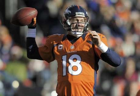 El quarterback Peyton Manning, de los Broncos de Denver, durante el partido en contra de los Browns de Cleveland, el domingo 23 de diciem bre de 2012, en Denver.  Foto: Jack Dempsey / AP