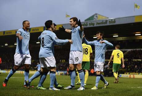 Edin Dzeko celebrates one of his two goals which led the way for Manchester City to defeat Norwich.  Foto: Reuters In English
