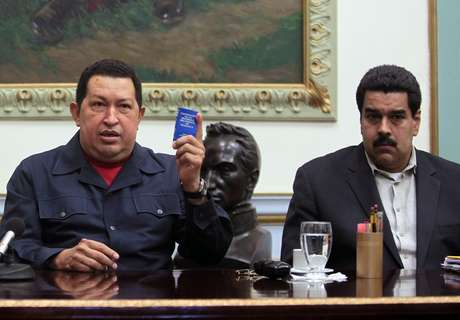 Hugo Chávez, presentó nuevas complicaciones por el cáncer que padece y su estado de salud es delicado, a casi tres semanas de haber sido operado por cuarta vez. Foto: AP