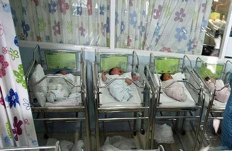 Las fechas de alumbramiento de las gemelas Nelson estaban separadas por una semana y aún así conicidieron en el nacimiento de sus hijos.  Foto: AFP
