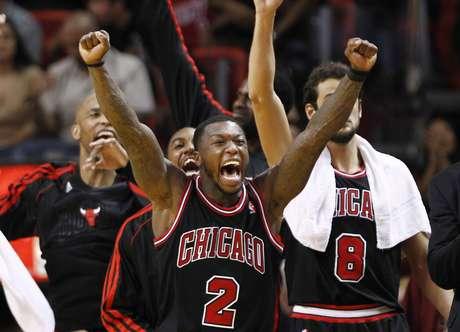 Los Bulls de Chicago ganaron mediante una buena defensiva y son el tercer equipo que derrotó al Heat en calidad de visitante. Foto: AP