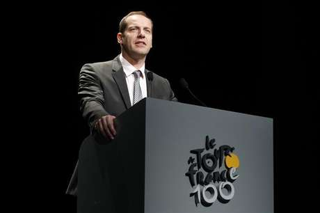 Tour de France director Christian Prudhomme presents the itinerary of the 2013 Tour de France cycling race during a news conference in Paris October 24, 2012. Foto: Benoit Tessier / Reuters