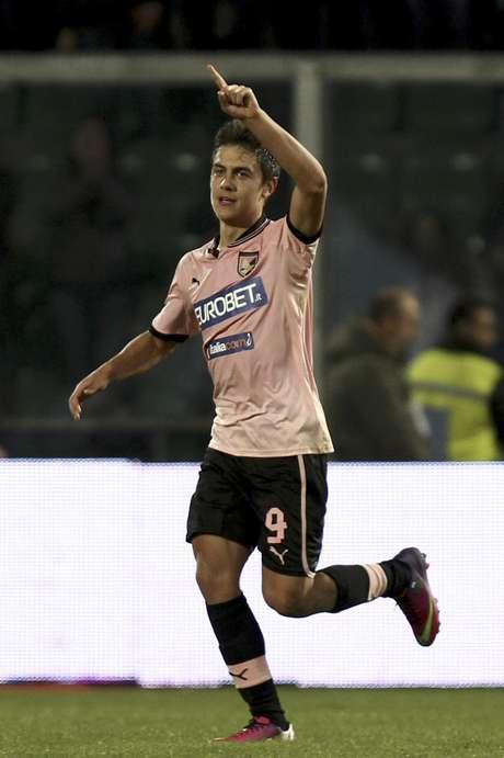 El argentino Paulo Dybala del Palermo tras marcar un gol ante Lazio en la Serie A de Italia el sábado 19 de enero de 2013.  Foto: Davide Anastasi, Lapresse / AP