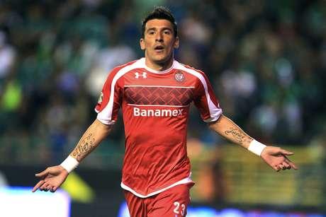 Edgar Benítez anotó el primer gol del partido en el triunfo de Toluca 2-1 sobre León.  Foto: Mexsport