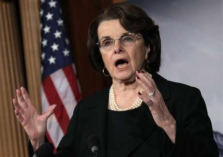 U.S. Senate Intelligence Committee Chairman Senator Dianne Feinstein (D-CA) speaks to the media on NRA/assault weapons on Capitol Hill in Washington, December 21, 2012. Foto: Yuri Gripas / Reuters