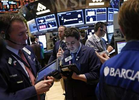 Traders work on the floor of the New York Stock Exchange, January 23, 2013. Foto: Brendan McDermid / Reuters