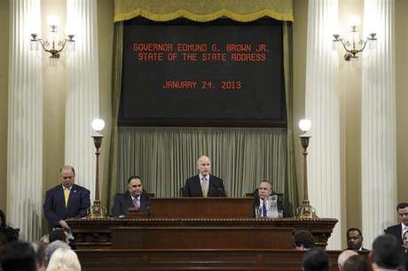California Governor Jerry Brown speaks at a news conference to announce the Public Employee Pension Reform Act of 2012 at Ronald Reagan State Building in Los Angeles, California August 28, 2012. Foto: Mario Anzuoni / Reuters