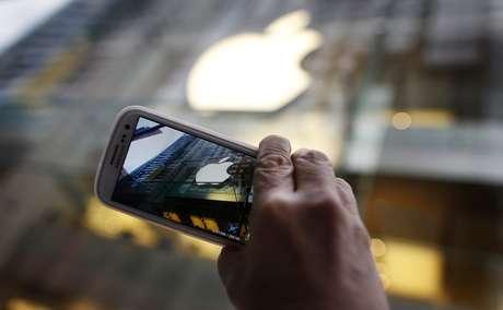 Se vendieron 700,1 millones de teléfonos inteligentes, con un crecimiento de 43% sobre 2011 Foto: Reuters en español