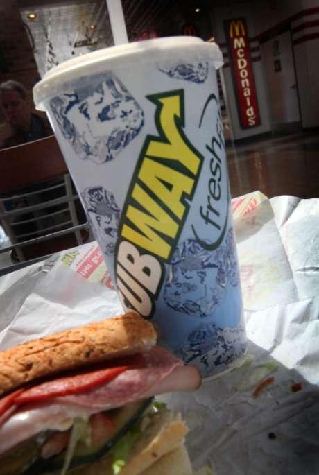 """La compañía de comida rápida enfrenta críticas por sus emparedados """"Footlong"""". Foto: Getty Images"""