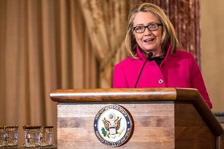 """""""El presidente y yo nos preocupamos enormemente por el futuro de nuestro país y no creo que ni él ni yo podamos hacer predicciones sobre lo que sucedederá mañana o el año próximo"""", dijo la jefa de la diplomacia estadounidense, flanqueada por Obama. Foto: Getty Images"""