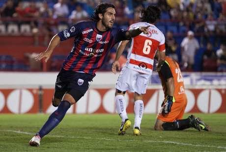 El argentino Joaquín Larrivey se 'estrenó en el futbol mexicano e hizo los dos primeros goles del Atlante. Foto: Mexsport