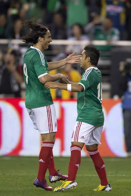 Aldo Di Nigris (left) and Marco Fabian celebrate after Fabian scored on a penalty kick in a 1-1 draw for Mexico against Denmark. Foto: Mexsport