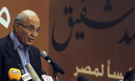 Former prime minister Ahmed Shafik speaks during a news conference in Cairo in this file photo taken June 21, 2012. Foto: Stringer / Reuters