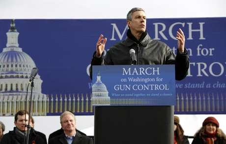 Secretary of Education Arne Duncan addresses the March on Washington for Gun Control on the National Mall in Washington, January 26, 2013. Foto: Jonathan Ernst / Reuters