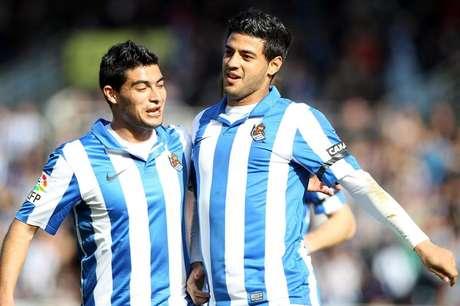 Vela (derecha) marcó su décimo tanto de la temporada. Foto: EFE en español
