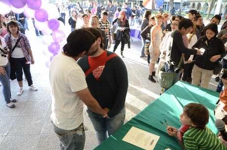 """Alrededor de 80 parejas del mismo sexo acudieron al evento denominado """"Acepto"""". Foto: Carlos Tamayo / Terra México"""