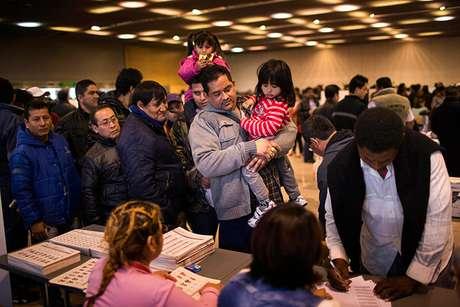 En España residen 480.626 ecuatorianos, según cifras del Instituto Nacional de Estadística (INE), de los que 136.000 estaban registrados para votar en estas elecciones y unos 250.000 tienen la doble nacionalidad. Foto: AP