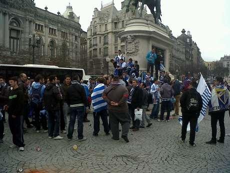 Aficionados del Málaga CF en la Plaza de la Libertad de Oporto Foto: Málaga CF