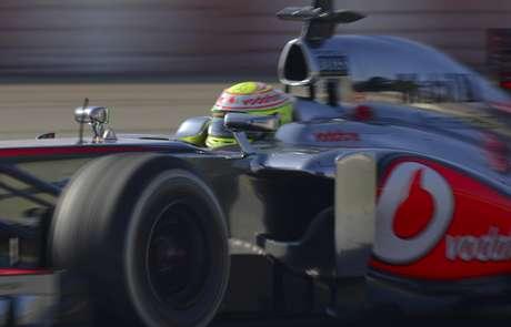 El piloto mexicano, hoy en McLaren, contó sobre el particular pedido de los italianos cuando corría para Sauber. Foto: Manu Fernandez / AP