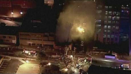A still image taken from a KHSB-TV video footage shows aerial of the building with flames at Kansas City, Missouri February 19, 2013. Foto: KHSB-TV / Reuters