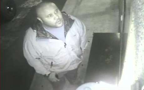 Christopher Dorner is seen on a surveillance video at an Orange County hotel on January 28, 2013 in this still image released by the Irvine Police Department. Foto: Irvine Police Department / Reuters