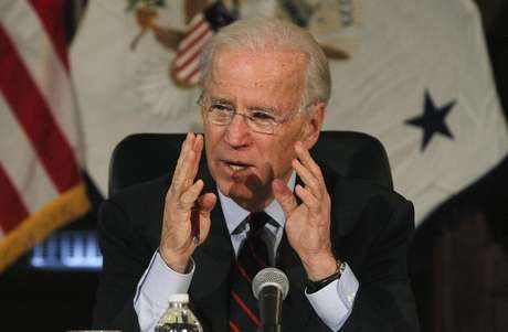 U.S. Vice President Joe Biden makes remarks during roundtable discussion on gun control at Girard College in Philadelphia, Pennsylvania, February 11, 2013. Foto: Tim Shaffer / Reuters