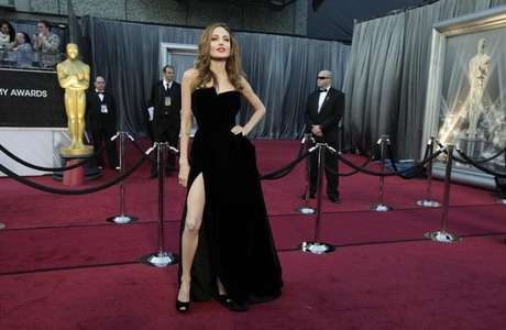 Actress Angelina Jolie poses at the 84th Academy Awards in Hollywood, California, February 26, 2012. Foto: Lucy Nicholson / Reuters
