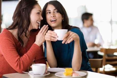 En promedio las mujeres hablan 20 mil palabras al día. Foto: Getty Images