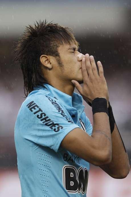 Neymar ha sido muy cuestionado en Brasil por no ser el gran jugador que se esperaba. Foto: AP