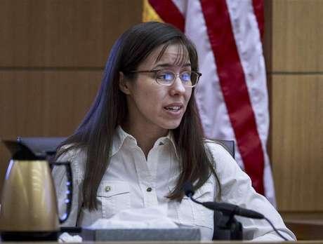 Defendant Jodi Arias testifies during her murder trial in Phoenix, Arizona February 20, 2013 for the June 4, 2008 death of Travis Alexander. Foto: Charlie Leight / Reuters