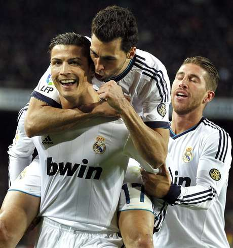 Cristiano Ronaldo marcó un doblete el triunfo de Real Madrid 3-1 en cancha del Barcelona, en la vuelta de la semifinal de la Copa del Rey. Foto: EFE