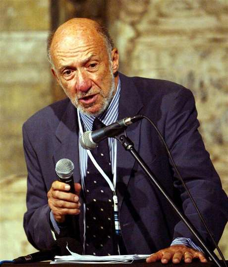 US Prof. Richard Falk addresses the participants during the Istanbul session of The World Tribunal on Iraq. Foto: Stringer / Reuters