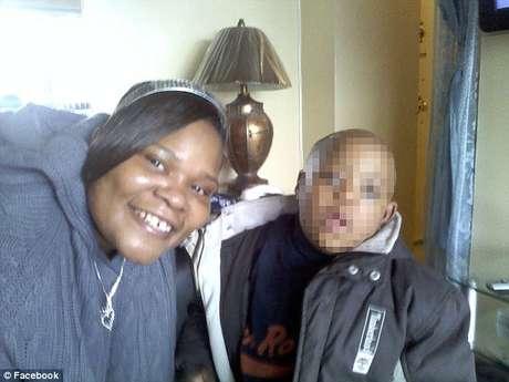 La madre con su hijo menor con síndrome de Down. Foto: Reproducción/Facebook