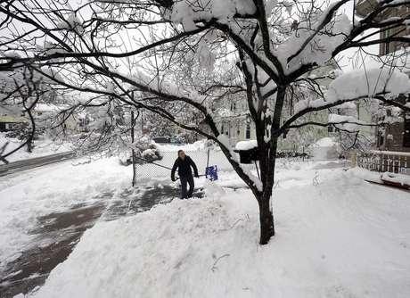 Entre 300 y 500 milímetros de nieve cayeron alrededor de la zona de Boston. Foto: AP