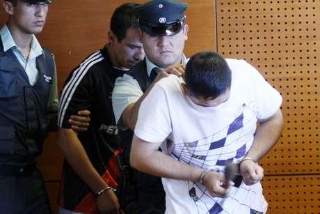 Sujetos detenidos por la PDI tras el robo al camión de valores. Foto: Agencia Uno