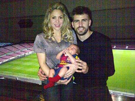 Piqué y su familia posaron tras derrotar al Milan Foto: Twitter