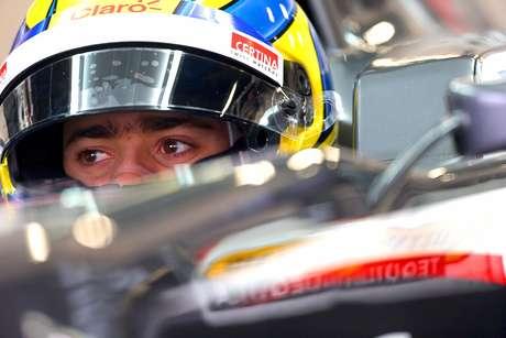 El piloto mexicano de Fórmula Uno, Esteban Gutiérrez, de la escudería Mercedes McLaren, espera salir de pits durante una sesión de prácticas para el Gran Premio de Australia de Fórmula Uno en el circuito Albert Park de Melbourne. Foto: Mark Thompson / Getty Images