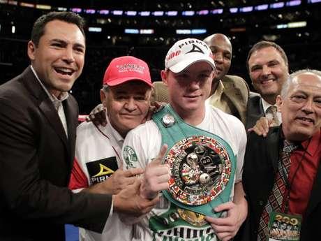 Golden Boy Promotions trabaja con grandes estrellas del boxeo como Floyd Mayweather Jr., Víctor Ortiz, Bernard Hopkins, Adrien Broner y Saúl Alvarez (foto). Foto: AP
