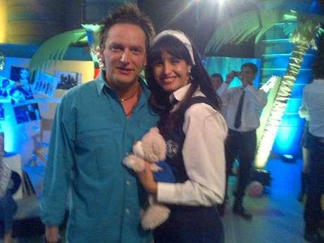 Fernanda Urrejola junto a Daniel Fuenzalida en el set de la apuesta de las 20 horas de CHV. Foto: Reproducción Twitter