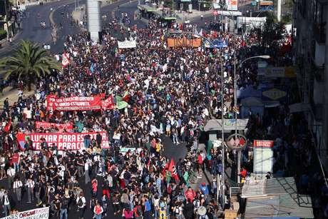 La marcha se realiza desde la Usach hasta Club Hípico. Foto: UPI